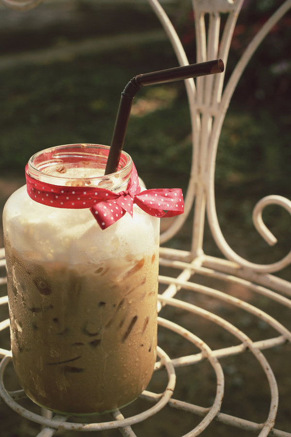 Delicious Iced Coffee Recipe - so easy to make and so addicting! #misshomemade | Thousands of healthy scratch recipes at MissHomemade.com