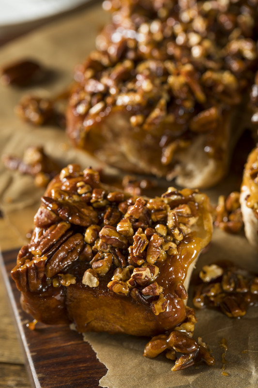 Pull out this praline sticky buns recipes and listen to them ooh and aww. Goey caramel and pecans top buttery cinnamon rolls - it's heaven actually. #misshomemade