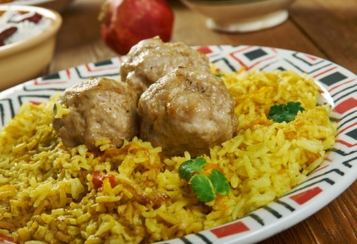 Rice and Meatballs is a comfort food I love during the winter months. Juicy meatballs in seasoned rice pilaf is the perfect dish that takes minutes to make. #misshomemade