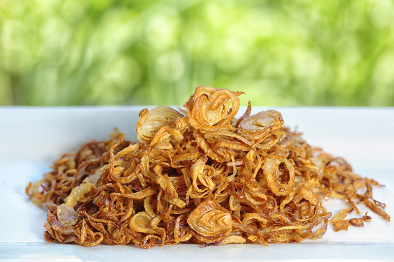 Grab this French Fried Onions recipe and make your own instead of buying those flavorless dried out ones. I'm thinking the Green Bean Casserole could you these ASAP.  #misshomemade