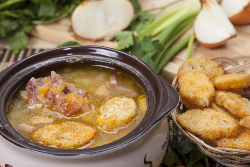 Homemade Ham and Bean Soup with Garlic Cheese Bread - MissHomemade.com