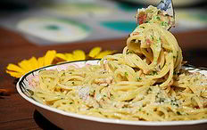 Best Italian Chicken Recipes - Creamy Chicken Meal Ideas in Italian form. Chicken Carbonara Shown. #misshomemade | Thousands of healthy homemade recipes at MissHomemade.com