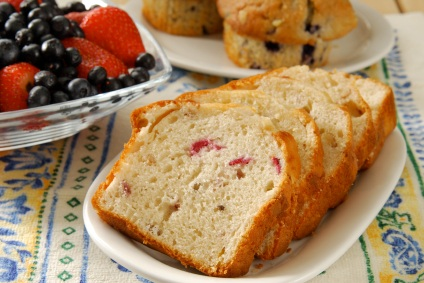 Homemade Strawberry Quick Bread Recipe - try it glazed! #misshomemade